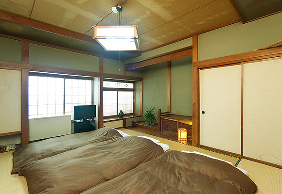 Japanese-style 8- or 10-mat room (Shared bathroom)